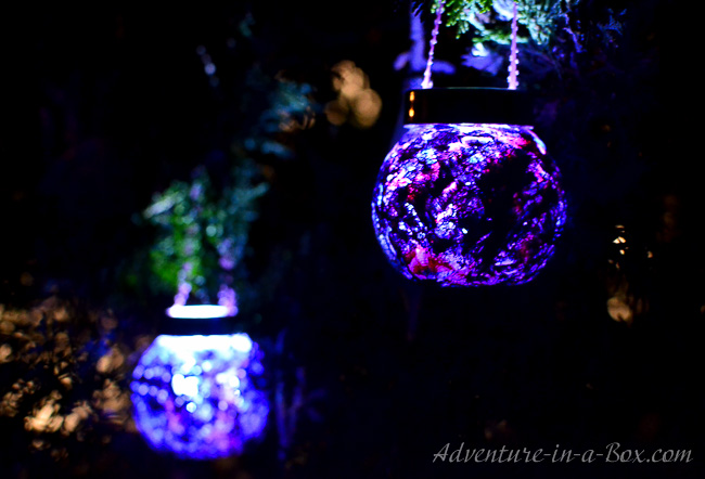 Luminescent Christmas Ornaments: in this tutorial a toddler makes one, but older children and adults will have fun creating handmade ornaments