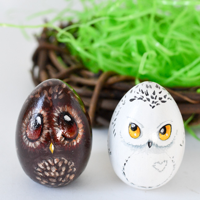 Turn your Easter eggs into a bunch of cute owls and give them as gifts to relatives and friends this year! A good Easter craft for children and adults to enjoy.