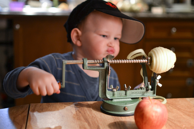 Apple Drying Experiment for Kids: Some make apples into sauce, and we decided to turn them into science. This apple drying experiment for kids is fun and delicious, and the whole family will enjoy the result.