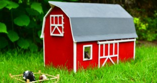 diy-how-to-make-a-wooden-barn-featured-1