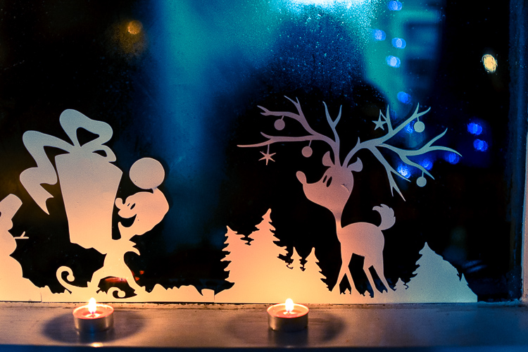 Printable Christmas Window Decorations. Nighttime view.