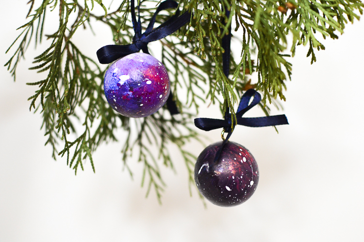 Making a handmade Christmas ornament with kids to add to our tree is one of my favourite holiday tradition. This year's craft is space ornaments with swirling nebulae and twinkling stars!